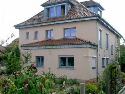 Helle Erdgeschosswohnung mit Terrasse und Garten!