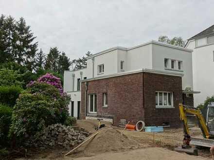 Erstbezug nach Sanierung mit EBK: attraktives Haus mit 3 Zimmern in Angermund