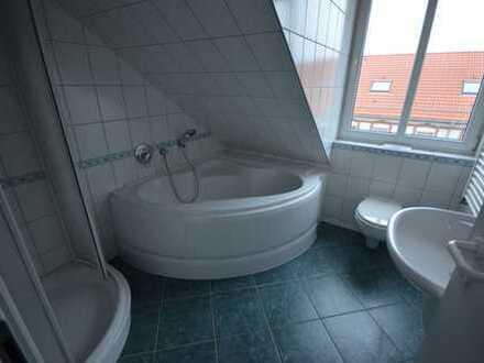 Individuelle 3-Raum-DG-Wohnung mit Balkon*EBK*Wanne&Dusche