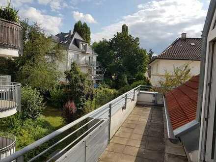 Traumhafte Aussichten - Renovierte 1Z-Whg mit riesigem Balkon!