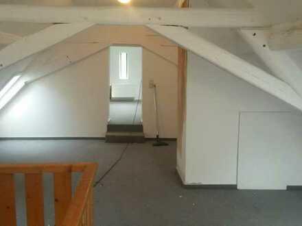 Große Wg-Zimmer in schöner Altbauwohnung im Maifeld