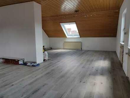 Erstbezug nach Sanierung mit Balkon: freundliche 3-Zimmer-DG-Wohnung in Langenselbold