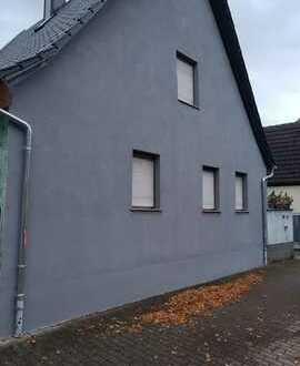 Sanierte Doppelhaushälfte mit drei Zimmern und EBK in Hagsfeld, Karlsruhe