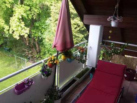 wunderschönes, helles Zimmer mit Balkon zur Zwischenmiete