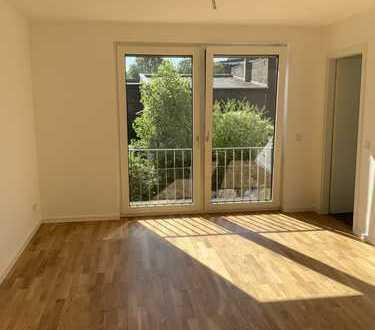 Neubau und Erstbezug einer 3-Zimmer-Wohnung mit Balkon und EBK und Stellplatz in Köln-Ehrenfeld