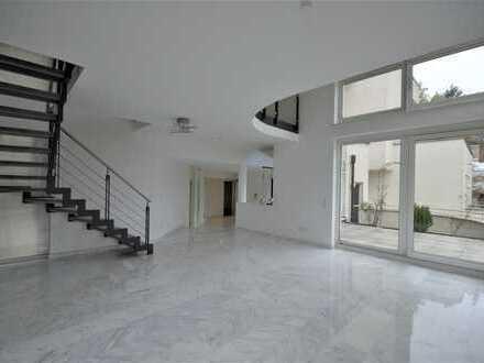 Exklusive Maisonettewohnung in fantastischer Architektenvilla mit 2 Stellplätzen