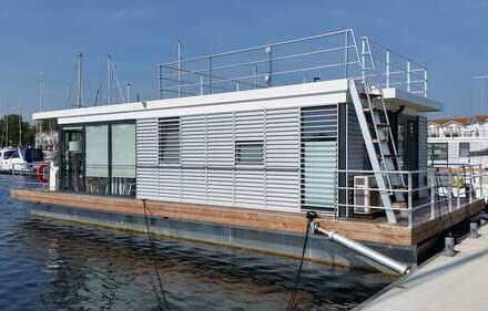 Hausboot (voll ausgestattet) mit Liegeplatz im Ostseebad Boltenhagen
