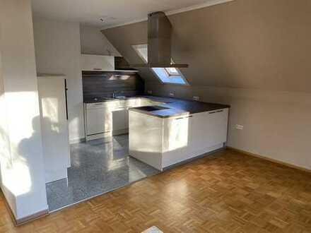 Schöne 4 Zimmer-Wohnung mit Balkon und Einbauküche in ruhiger Lage!!!