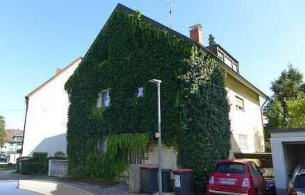 VERMIETET! Dreifamilienhaus mit Garten, zwei Garagen und Carport in Weiherfeld