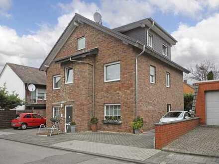 Vermietete Dachwohnung mit Balkon mitten in einem ruhigen Wohngebiet