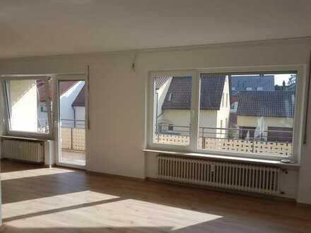 Ausgesprochen grosszügige 3,5 Zimmer Wohnung in modernem Design