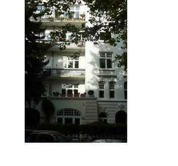 Stilvolle, modernisierte 5 1/2 Zimmer-Wohnung mit Balkon und EBK in Eimsbüttell,