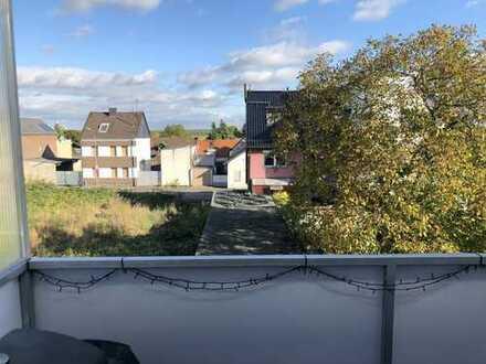 Renovierte und helle 3 Zi-Whg mit Balkon und Duschbad mit Garage in ruhiger Wohnlage, Anliegerstr.