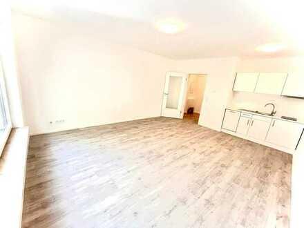 Ab sofort: Erstbezug nach Komplettsanierung mit EBK und Terrasse: moderne 1-Zimmer-Wohnung in WI