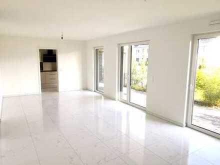 Erdgeschosswohnung mit 4 Zimmern, 2 Terrassen, EBK + 2 Bäder