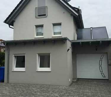 Top-modernes Haus mit sechs Zimmern, Garten, Garage und 2 Stellplätze in Goldbach