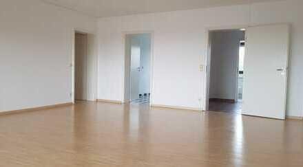 4-Zimmer-Wohnung zur Eigennutzung oder als Kapitalanlage. Balkon. Klima. Carport.