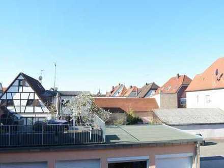 Gegen Gebot zu verkaufen ... Moderne Maisonette- Wohnung mit Balkon und zwei KFZ- Stellplätze