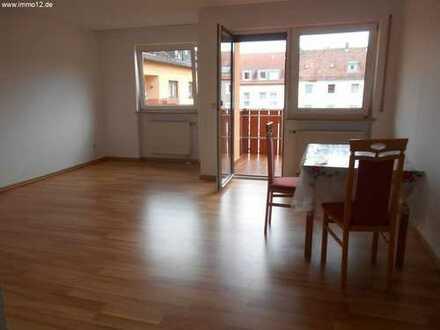 Ruhige und helle 3 Zimmerwohnung mit Balkon und Stellplatz in Zentrumsnähe