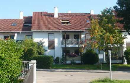 Gepflegte Wohnung mit drei Zimmern, Balkon, Loggia und Einbauküche