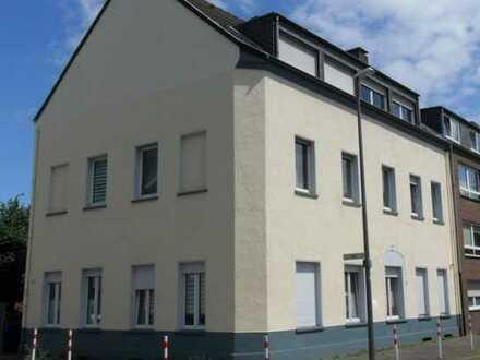 Moderne und geräumige 4 Zimmer Wohnung im Erdgeschoss!