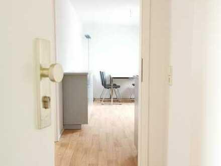 *Topsanierte Dachgeschoss 2-Raumwohnung in Seenähe und direktem Park vorm Haus*