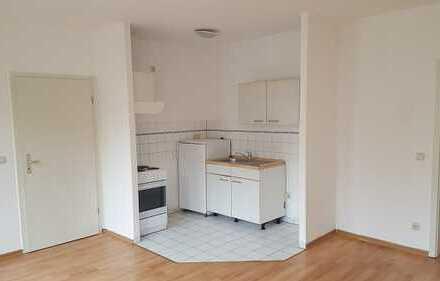 günstige 2RW, mit Küchenmöbel, im Zentrum von Gera
