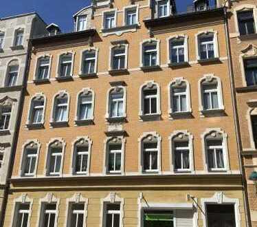 Tolle Altbauwohnung mit großem Balkon, ruhige Seitenstraße