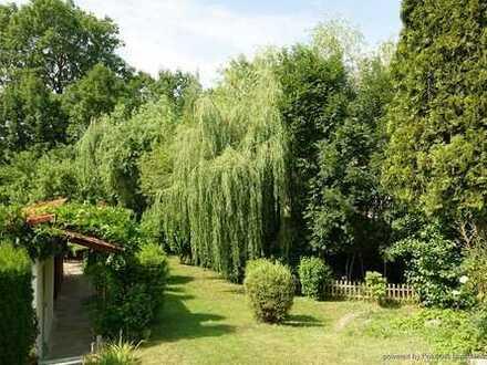 Traumhafte Dreizimmerwohnung mit 745 m² Garten
