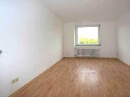 81 qm Wohnung mit Balkon, frisch renoviert, 3 Zimmer + KDB + nette Nachbarn