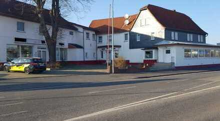 Großzügige Büro/Praxisräume in bester werbewirksamer Lage in der Marburgerstrasse mit 20 Par