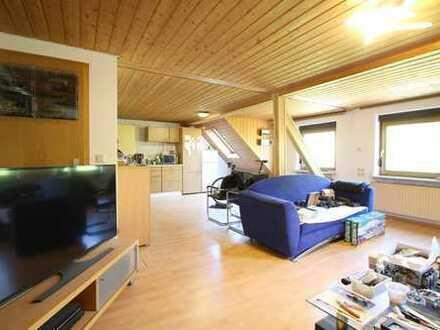 Gepflegte 2-Zimmer-Dachgeschosswohnung mit EBK in Heilbronn-Klingenberg
