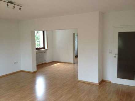 Günstige 4,5-Zimmer-EG-Wohnung mit Balkon in Ipsheim