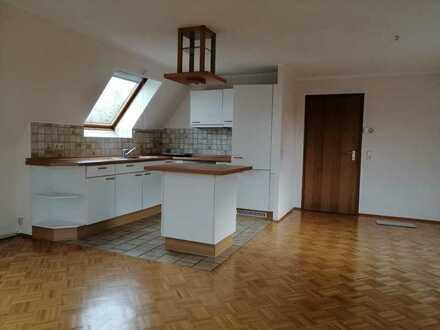 Gepflegte 2-Raum-DG-Wohnung mit Einbauküche in Dortmund Aplerbeck