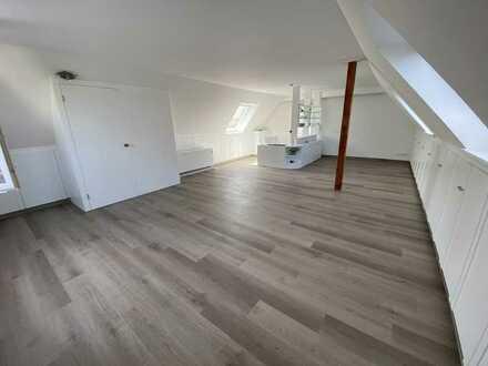 Erstbezug nach Kernsanierung - Helle 5 Zimmer Maisonette-Wohnung mit Garten