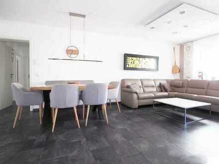 RESERVIERT: modernisierte 4-Zimmer-Wohnung, 3 Balkone, 2 Stellplätze, in Altstadtnähe