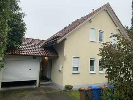 Schönes freistehendes Einfamilienhaus mit sieben Zimmern in München, Untermenzing