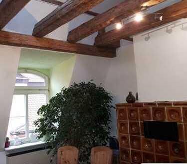 Helle Dachgeschosswohnung über 2 Etagen in Jugendstilhaus