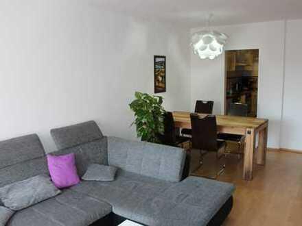 Möblierte 2 Zimmer - Wohnung mit Balkon und PKW Stellplatz