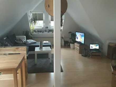 Gemütliche helle Dachgeschosswohnung mit Balkon und Einbauküche in Bad Kreuznach