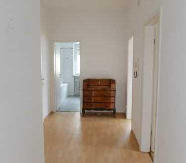 Helle 2 Zimmer Wohnung mit EBK, Lift und WM-Anschluss im Badezimmer, Südbalkon!