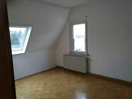 Gemütliche DG-Wohnung in ruhigem kleinen Mehrfamilienhaus