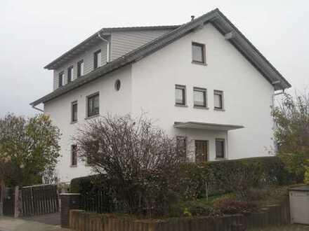 Modernisierte 4-Zimmer-EG-Wohnung mit Terrasse in Bruchköbel
