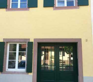 Gengenbach, Innenstadtlage, neuwertige 3-Zimmer-Maisonette-Wohnung mit Balkon und EBK