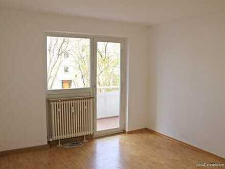 elvirA! Neuhausen, schöne und gut geschnittene 4-Zimmer-Wohnung mit Loggia und TG-Einzelstellplatz