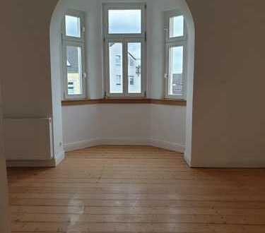 Komplett kernsanierte 6 1/2 Zimmer Wohnung mit zwei Badezimmer im Altbaustil