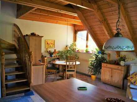 Gemütliche 2 1/2-Zimmer-Maisonette-Wohnung mit Balkon und EBK in Stegen