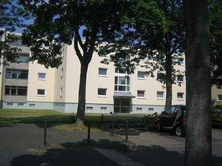 Helle gut geschnittene 3 Zimmerwohnung mit Balkon ohne WBS in Köln-Seeberg