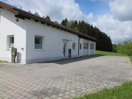 Neuw. Wohnhaus mit Halle und 2.500 m² Baugrundstück