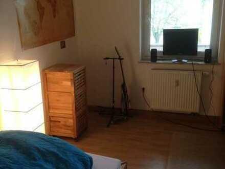 Teilmoebl., Sonniges Zimmer in 3er WG im Osten 230 Euro warm